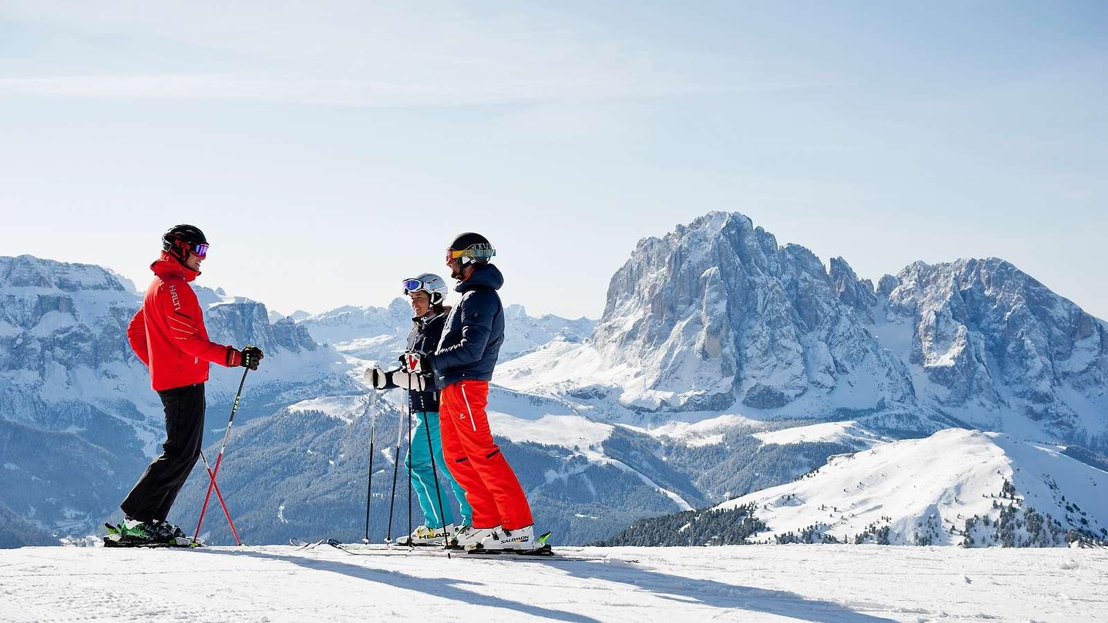 Skiing_panorama_Val_Gardena