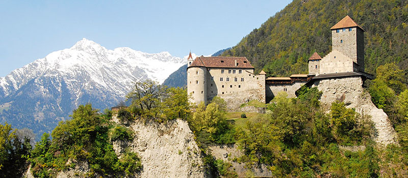 tirolo-castle-outside