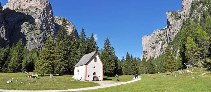 walking-vallunga-church
