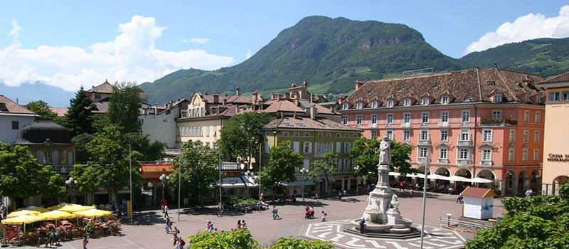 bolzano-city-tour-walther-square