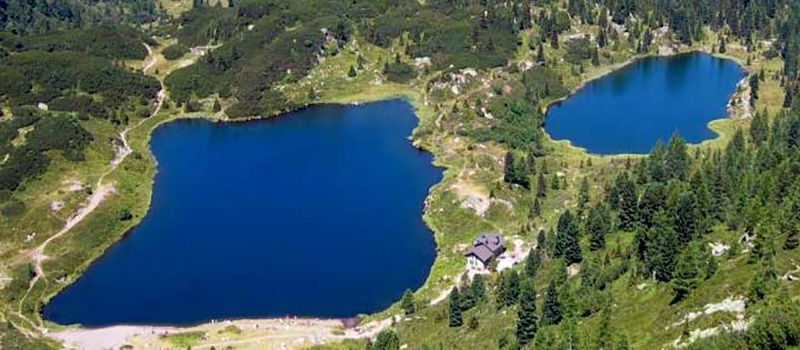 walking-colbricon-lakes