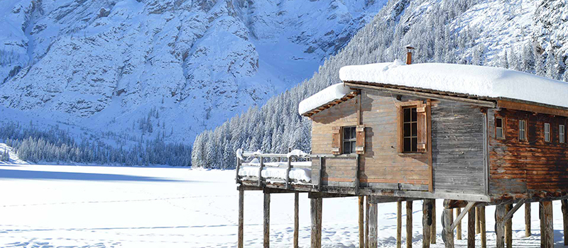 eastern-dolomites-braies-lake-winter